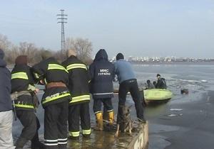 Сегодня в Киеве под лед провалились два человека