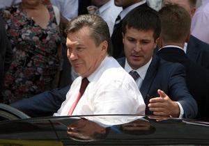 Банковая: Янукович обходится украинцам намного дешевле, чем Медведев россиянам