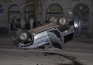 В центре Львова автомобиль Беркута, ехавший по вызову в ночной клуб, попал в ДТП