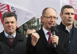 Яценюк инициирует консультации по отказу от мандатов и проведению досрочных выборов