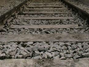 Во Львове на железнодорожный путь упала железобетонная конструкция