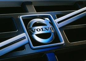 Прибыль Volvo упала в два раза