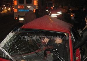 ДТП на Индустриальном мосту в Киеве: ВАЗ столкнулся лоб в лоб с Chevrolet