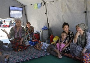 РФ отправила в Узбекистан два самолета гуманитарной помощи для беженцев из Кыргызстана