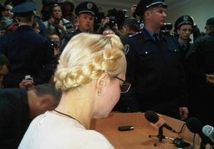 Автозак с Тимошенко покинул двор Печерского райсуда