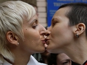 Пара российских лесбиянок зарегистрировала брак в Канаде