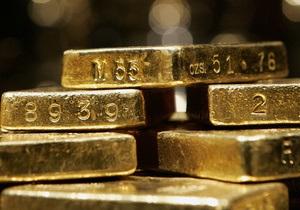 Мировые цены на золото значительно снижаются