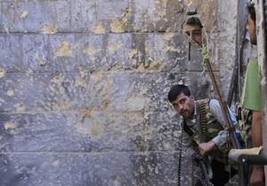 Сирийские повстанцы заняли город возле границы с Турцией, убив 40 солдат