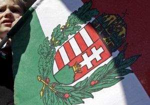 В Берегово на Закарпатье сессии райсовета будут начинаться гимнами Украины и Венгрии