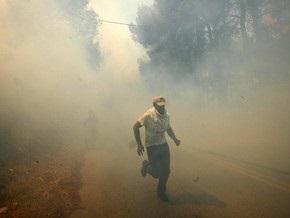 Пожары вокруг Афин: тысячи людей покидают дома, спасаясь от огня