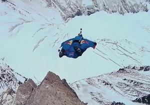 Экстремальный спуск. Россиянин совершил прыжок с вершины Эвереста