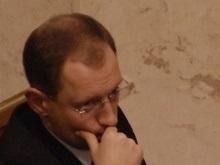 Яценюк: Принять Конституцию в стенах парламента уже невозможно