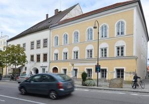 Единорос намерен купить особняк Гитлера в Австрии и снести его