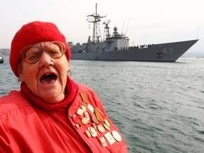 Тейлор хочет поговорить с людьми, которые против визита корабля США в Севастополь
