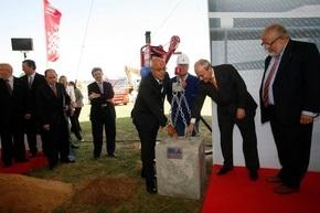 SEAT провел церемонию закладки первого камня в фундамент строительства сборочной линии для нового автомобиля Audi Q3.