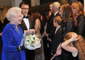 Елизавета II пришла на премьеру третьей серии Хроник Нарнии