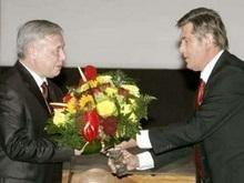 Ющенко недоволен темпами перехода армии на контракт