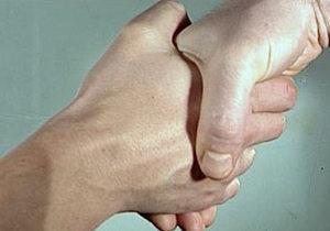 Міцне рукостискання веде до довголіття