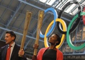 Фотогалерея: Предвестник Олимпиады. В Лондоне представили факел Игр-2012