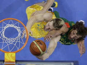 Баскетбол: Австралия сенсационно громит Литву