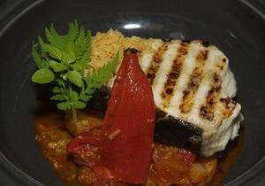 Рыбный день. Рецепт палтуса на гриле с томатами и чоризо от повара Свена Эрика Рена