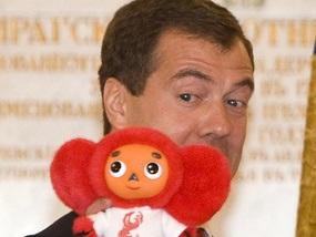 Олімпійці подарували Медведєву червоного Чебурашку