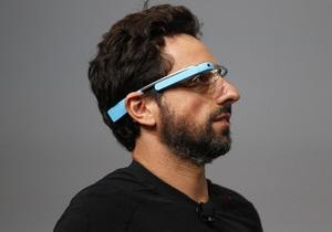 Google показала, что умеют ее  умные очки  - Би-би-си