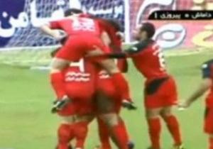 Иранским футболистам грозит тюрьма и наказание плетью за аморальное празднование гола