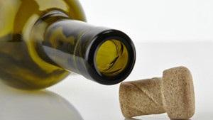 ВВС: Корки чи кришечки. Чому традиційний спосіб закупорювання вина не втрачає популярності