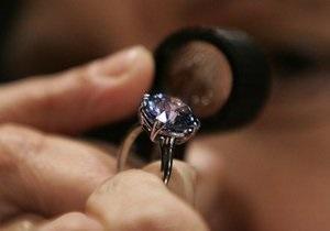 Добытый в ЮАР голубой алмаз весом 4,8 карата продали за $1,45 млн