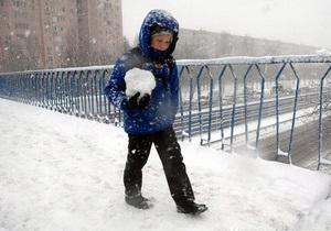 Негода в Україні - снігопад - Прогноз погоди: снігопади і заметілі перекинуться на Крим і південні області України