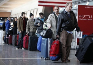 Новини США - аеропорт - Двоє співробітників нью-йоркського аеропорту постраждали від фосфорної кислоти