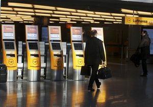 Сотни авиарейсов отменены в Германии в День Святого Валентина