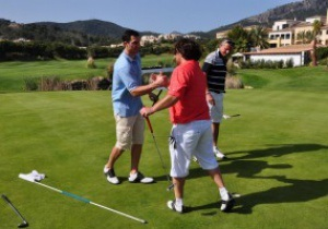 Фотогалерея: Где же клюшка? Кличко сыграл в гольф на Мальорке