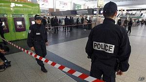 Напад на солдата в Парижі розслідують як тероризм