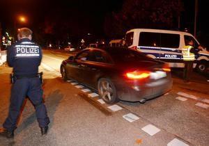 Нападение на закусочную в Германии: мужчина угрожает взорвать бомбу
