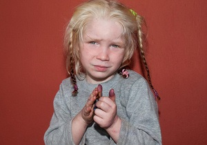 новости Ирландии - дети - цыгане - Тест ДНК подтвердил, что светловолосая и голубоглазая девочка - дочь ирландских цыган