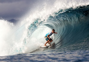 Серфинг - Гавайи - нападение акулы -  На Гавайях серфенгист отбился от акулы кулаками