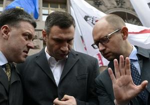 Фотогалерея: Оппозиции вход воспрещен. Милиция не пустила Кличко, Яценюка и Тягнибока на заседание Киевсовета