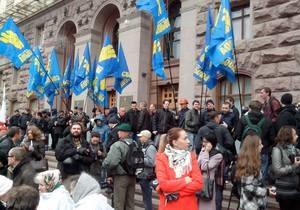 новости Киева - Киевсовет - Беркут- Свобода - Митинг у Киевсовета проходит мирно, но Свобода намерена прорваться внутрь здания