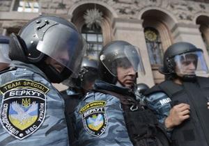 новости Киева - Киевсовет - оппозиция - Беркут - милиция - митинги - Затишье перед бурей. Здание Киевсовета окружили бойцы Беркута, контролируя мэрию и внутри