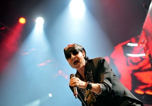 Солист Scorpions спел по телефону пациенту московского хосписа