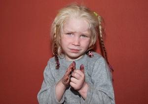 Поиски семьи белокурой девочки: откликнулись тысячи - репортаж из Греции