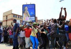 Жители поселка в ЮАР протестуют из-за изнасилования двух малышей