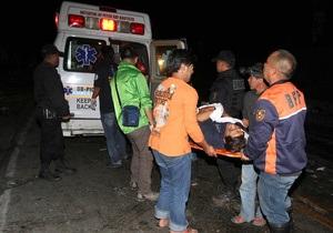 В автомобильной аварии на Филиппинах погибли 20 человек, десятки пострадавших