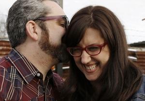 Отношения - верность - тембр голоса - низкий голос - Мужчины с низким голосом более склонны к изменам и женщинам это нравится – новое исследование