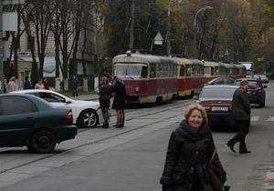 На столичном Подоле ДТП парализовало движение трамваев