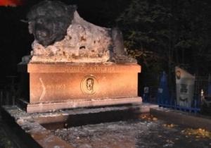 В Луганске охотники за цветметаллами осквернили могилу известного криминального авторитета