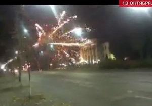 Неизвестные обстреляли фейерверками посольство России в Украине