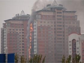Обошлось без жертв. Пожар в новостройке в центре Донецка уничтожил 50 балконов